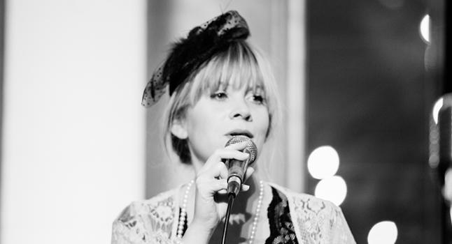 Sara Oschlag jazz singer
